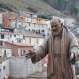Padre_Pio_-_Miranda_IS_-_panoramio_resize