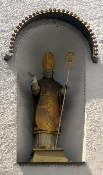 """Saint Willibald was born in Wessex on 21 October around the year 700. His mother Wuna of Wessex was a sister of Saint Boniface and his father was a chieftain of Wessex who came to be known by the name of Richard. At the age of three, Willibald suffered from a violent illness. His parents prayed to God, vowing to commit Willibald to a monastic life if he was to be spared. Willibald survived and at the age of five entered the Benedictine monastery at Waldheim) and was educated by Abbot Egwald. At the monastery he became accustomed to the Irish and Anglo-Saxon monastic ideal of peregrinatio religiosa, or pious rootlessness.   <a href=""""https://commons.wikimedia.org/wiki/File:Luitpoldstr._35_Eichstaett-2.jpg"""" title=""""via Wikimedia Commons"""" target=""""_blank"""">Rufus46</a> [<a href=""""https://creativecommons.org/licenses/by-sa/3.0"""" target=""""_blank"""">CC BY-SA</a>]"""